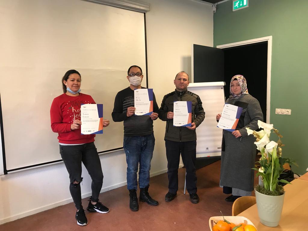 Certificatenuitreiking taallessen